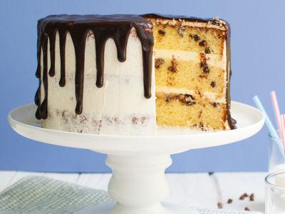vanilla chocolate chip drip cake